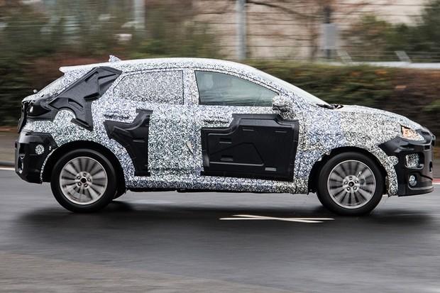 SUV do Fiesta tem linhas laterais mais sinuosas e lembra o novo Focus (Foto: AutoMedia/Autoesporte)
