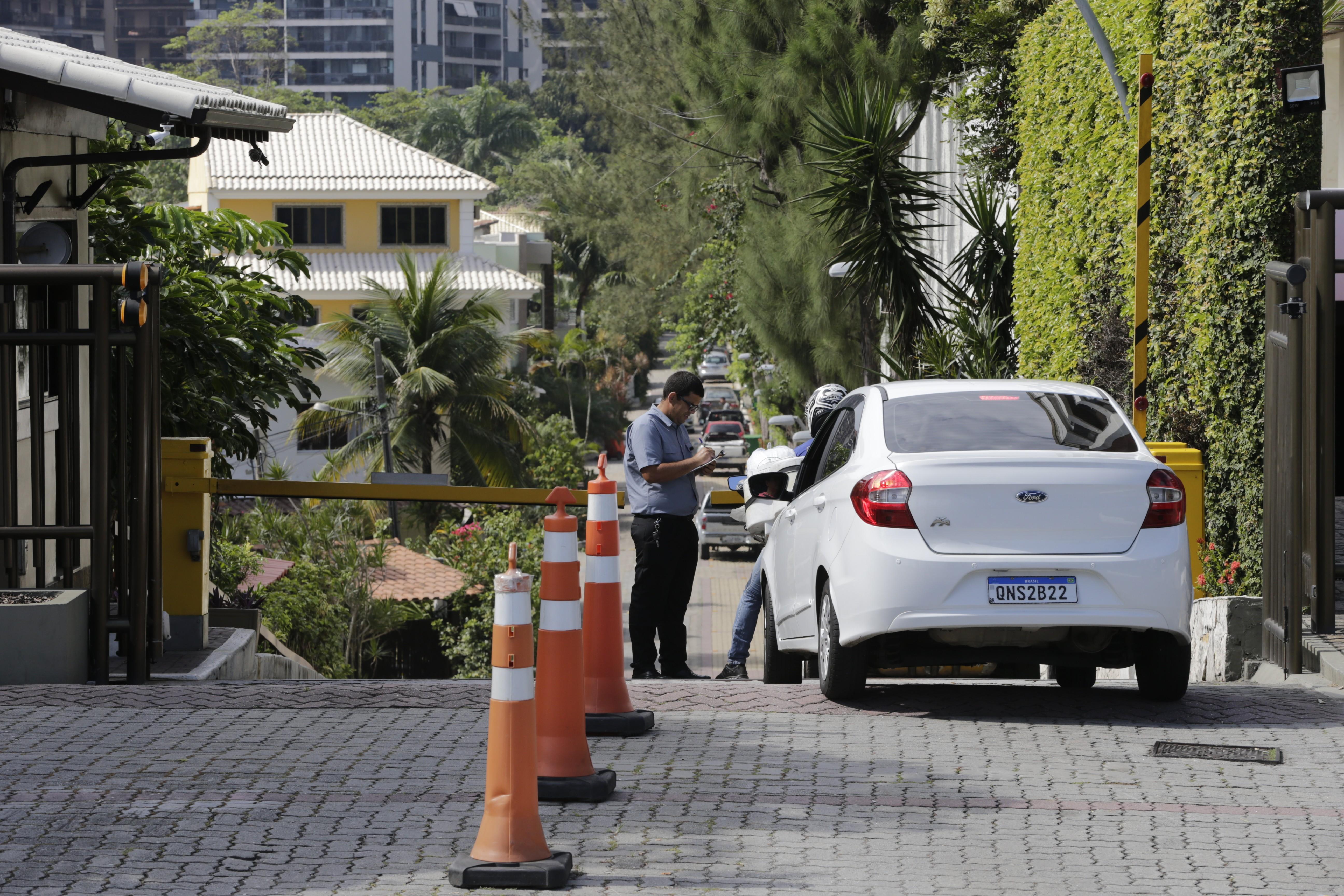 Em outra casa do condomínio morava Ronie Lessa, preso pelo assassinato da vereadora