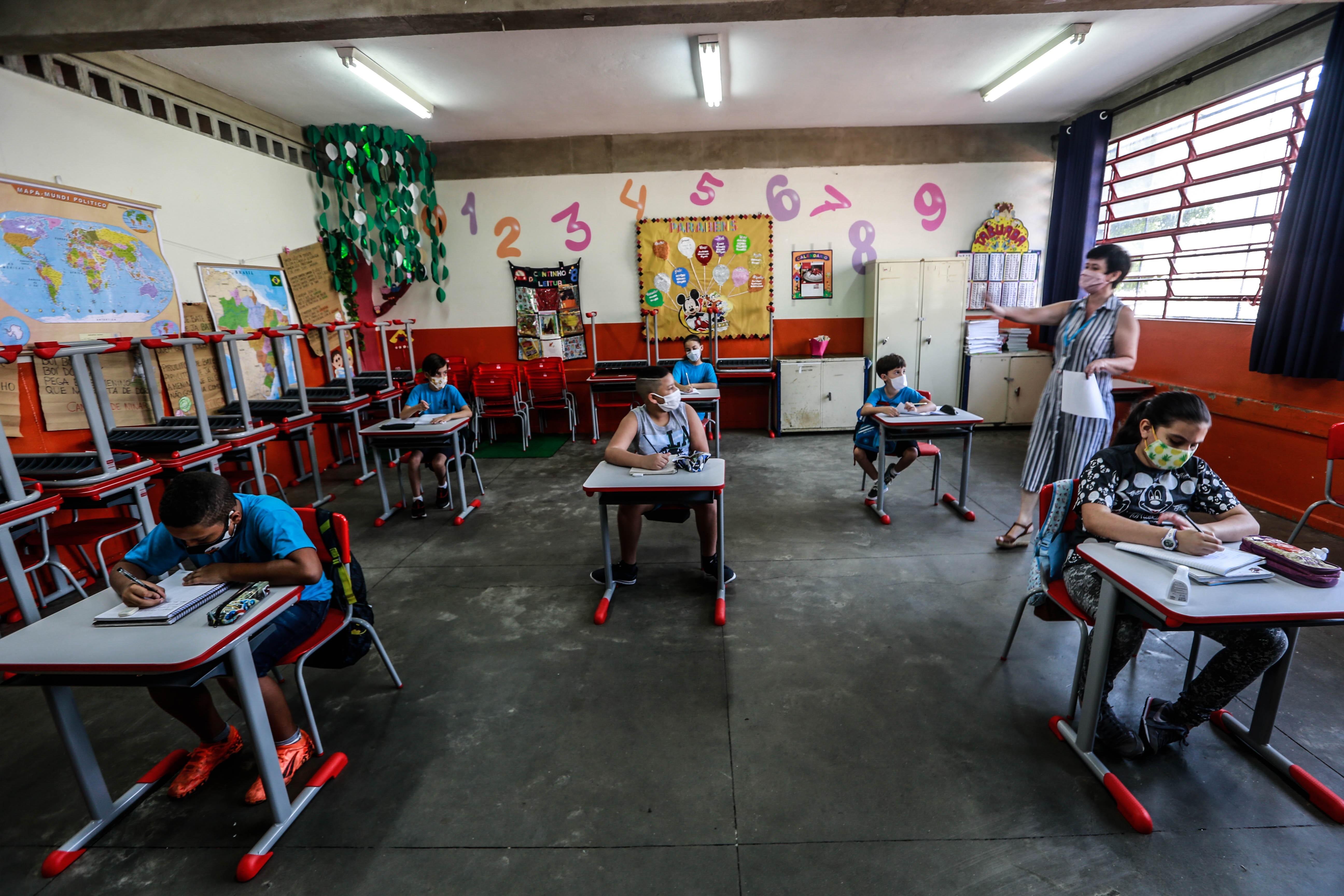 Secretário estadual da Educação de SP diz que pandemia provocou 'tragédia' na educação e quer 'escolas cheias de novo'