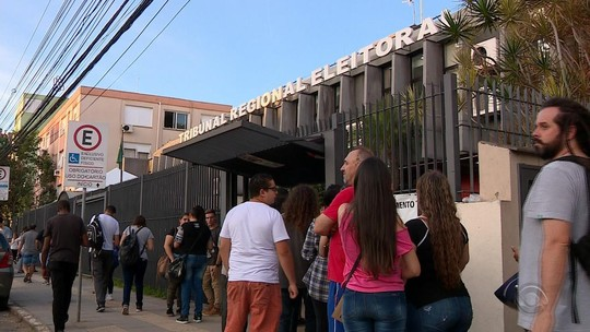 Cartórios eleitorais do RS têm longas filas um dia antes do fim do prazo para regularização dos títulos