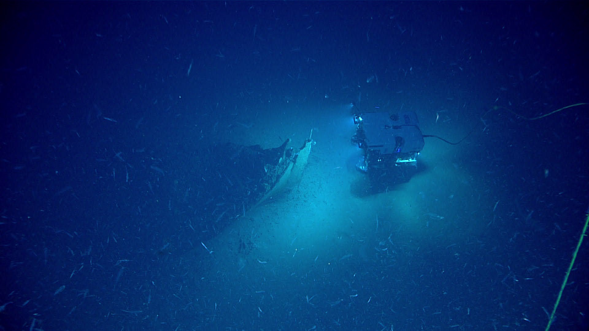 ROV Deep Discoverer approaching the bow of the shipwreck. (Foto: NOAA)