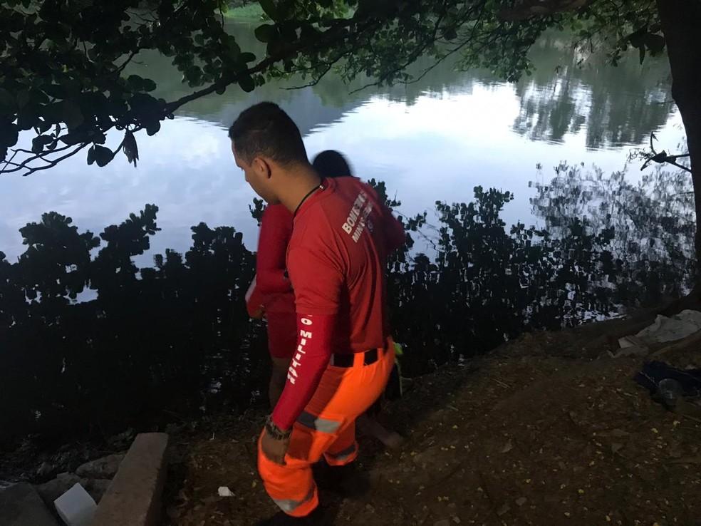 Jovens se afogaram no Rio Doce, no Leste de Minas. — Foto: Foto: Thomaz Albano/ Inter TV dos Vales