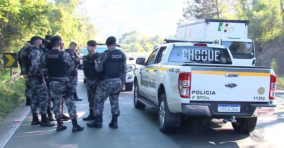 Brigada Militar realizou ação que terminou com quatro suspeitos mortos em Farroupilha — Foto: Reprodução / RBS TV
