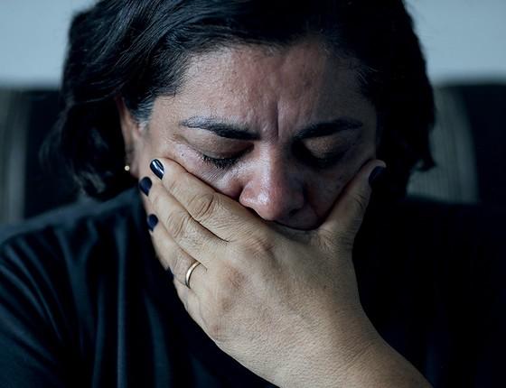 A quituteira Málaque chora ao lembrar o filho assassinado por engano (Foto: Adriano Machado/Época)
