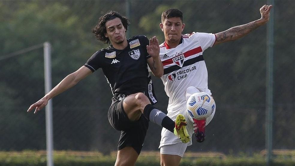 Botafogo vence o São Paulo pelo Brasileirão Sub-20 — Foto: Miguel Shincariol/São Paulo