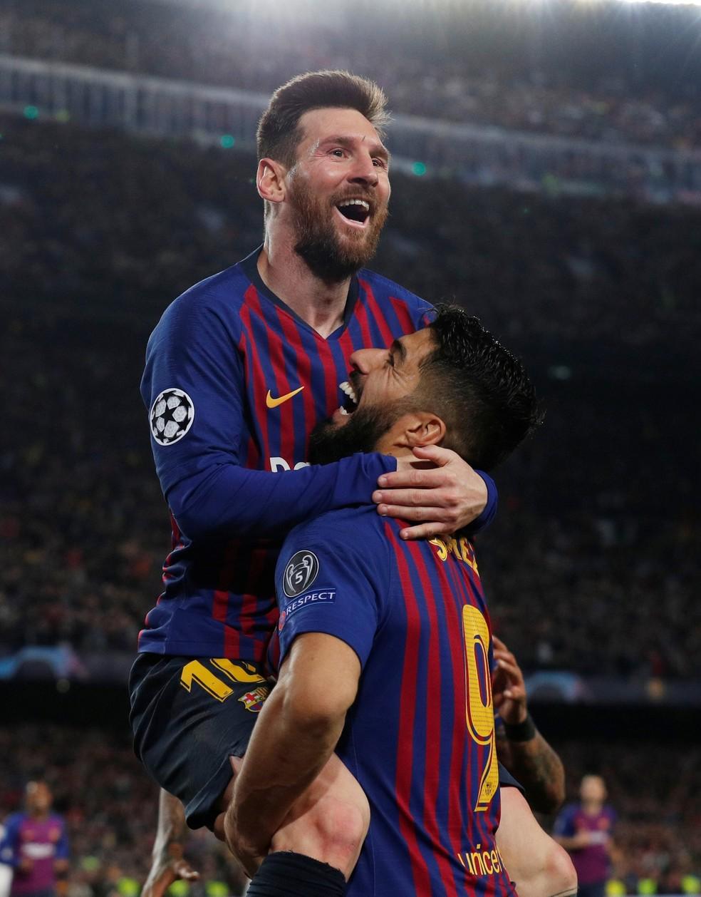 Messi comemora com Suárez seu gol — Foto: Reuters