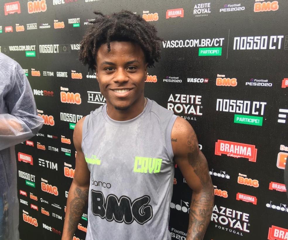 Lucas Santos em coletiva no Vasco — Foto: Marcelo Baltar / GloboEsporte.com