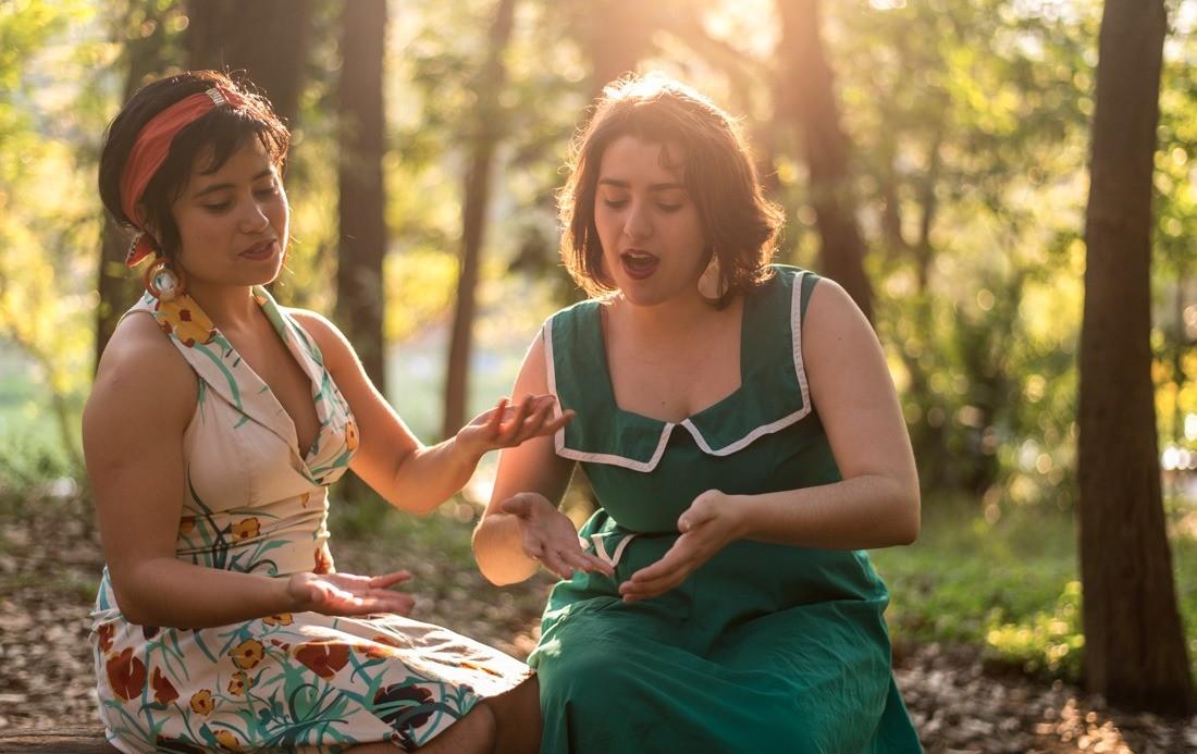 Ana Caroline Koza e Anabel Brito, das Cantadoras de Histórias (Foto: Divulgação)