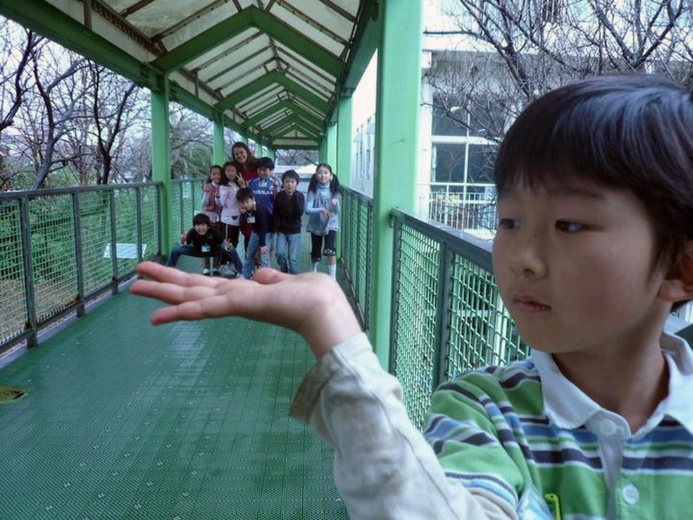 Conhecimento na palma da mão: Andriele Ferreira                   Muri Leite e a turma de alunos japoneses durante                   treinamento no Japão, em 2008. ? Foto: Arquivo                   Pessoal