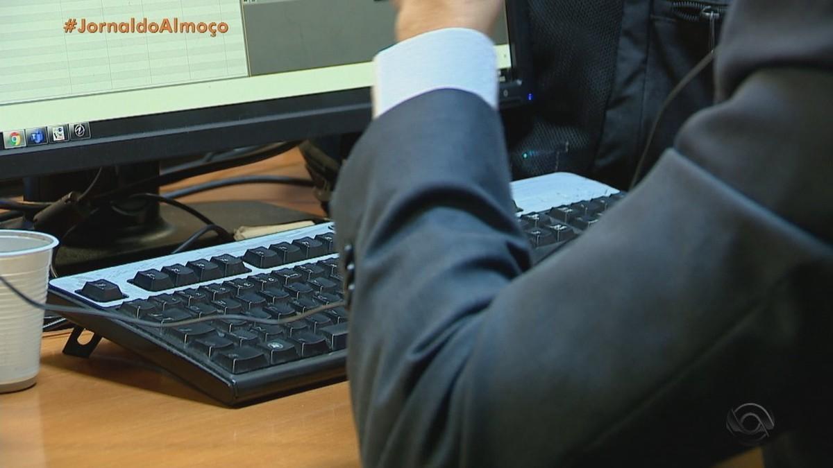 Empresas apostam em entrevista às cegas para evitar preconceito ao contratar candidatos no RS