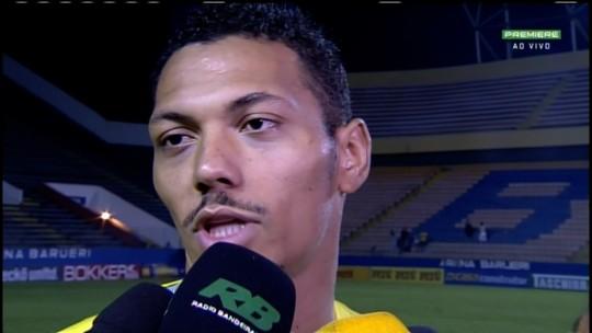 Alex Silva comemora dois gols no jogo do acesso do Goás