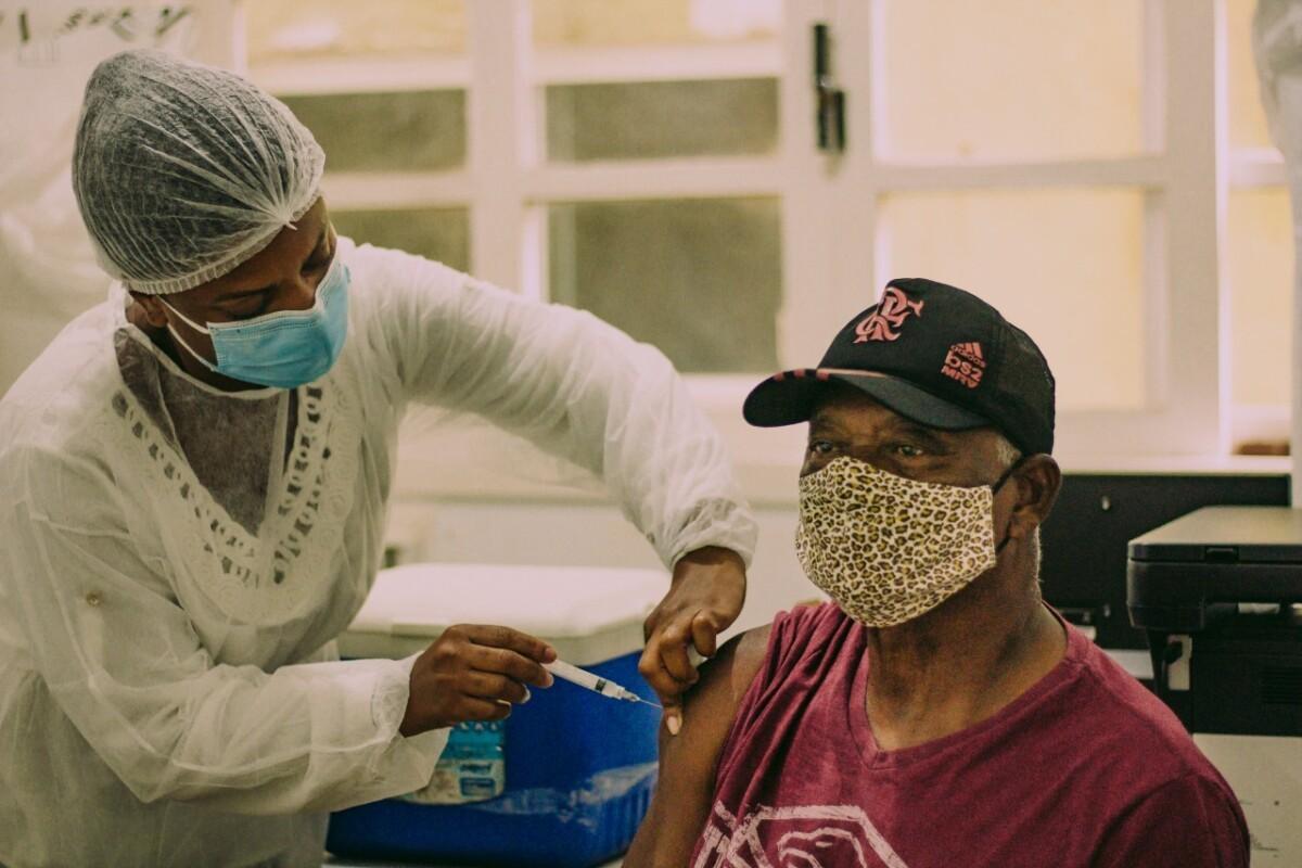 2.002 mil pessoas não voltaram para tomar segunda dose da vacina contra a Covid-19 em Cabo Frio, no RJ