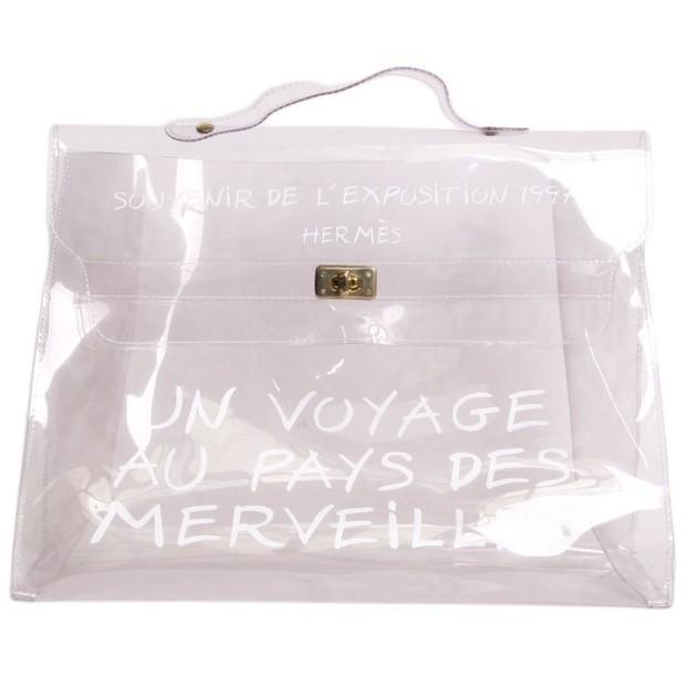A bolsa vintage usada por Ariana Grande (Foto: Divulgação)