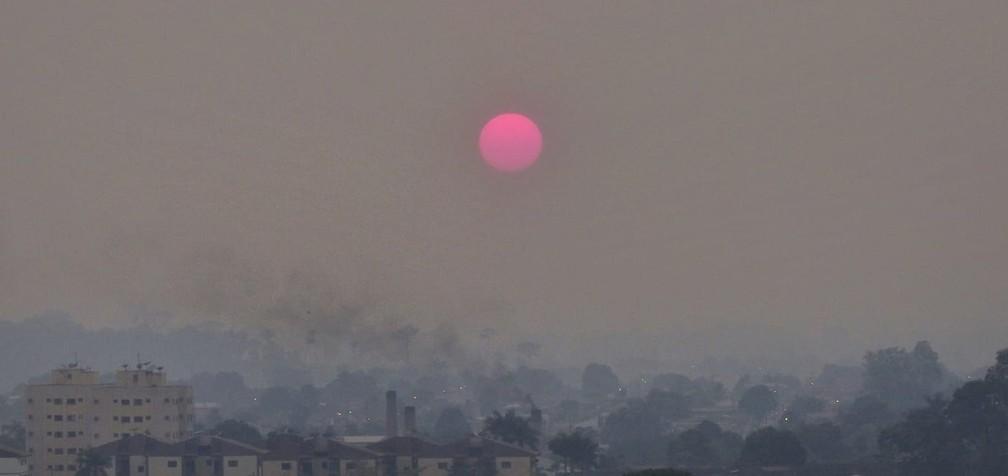 Fumaça sobre Porto Velho ao amanhecer nesta segunda, 12 — Foto: Renata Silva/Arquivo Pessoal