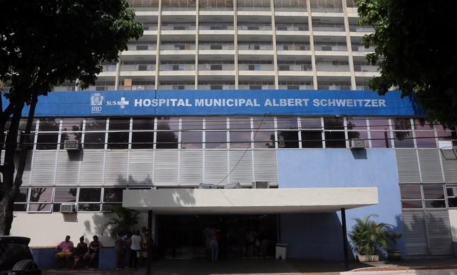 Fachada do Hospital municipal Albert Schweitzer, em Realengo, Zona Oeste do Rio, que oferece especialidades como ortopedia e pediatria