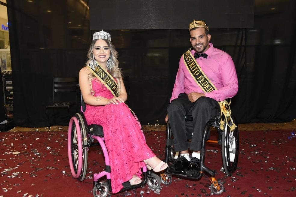 Vencedores do 1° concurso para Miss e Mister Cadeirante do DF (Foto: Divulgação)