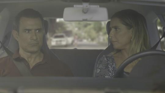 Ricardo e Tânia sofrem acidente de carro