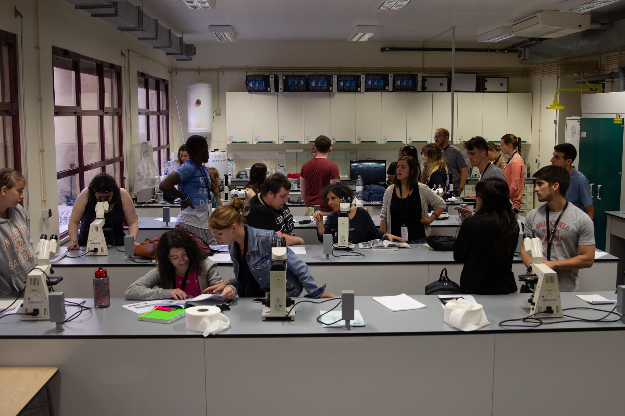 Alunos em sala de aula na Universidade do Algarve antes da pandemia