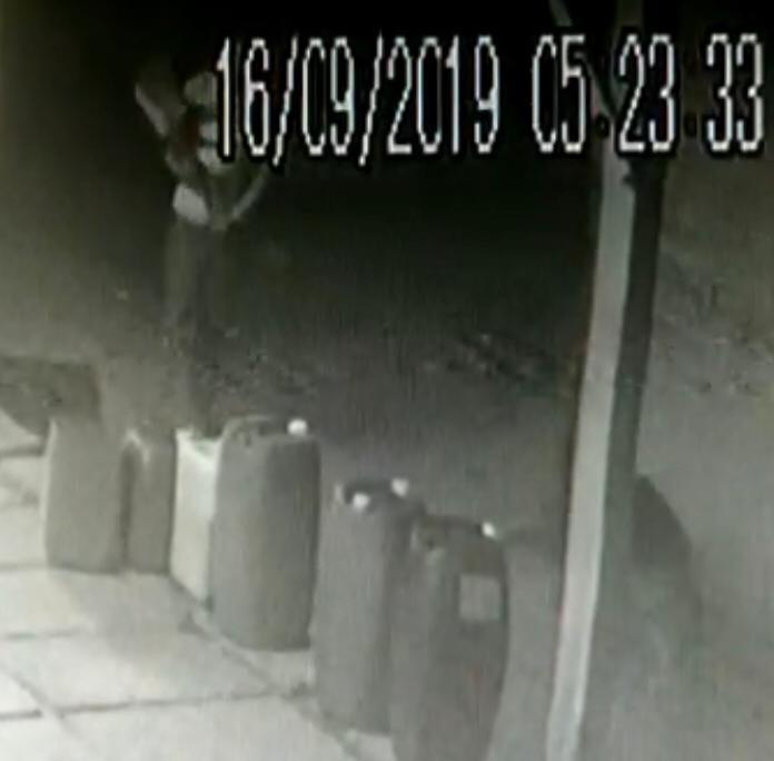 Homem que aparece em vídeo agredindo cão com pá vai responder por maus-tratos em Santa Cruz do Sul - Notícias - Plantão Diário
