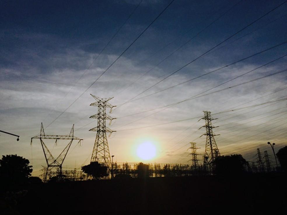 Torres de Transmissão de energia em São José dos Campos, uma das cidades onde a tarifa foi reajustada — Foto: Carlos Santos/ G1