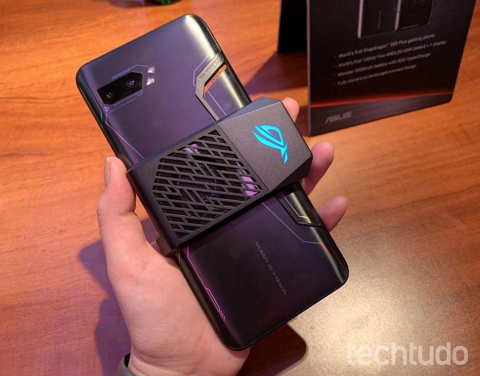 ROG Phone 2 ganhou versão com novo visual — Foto: Anna Kellen Bull/TechTudo