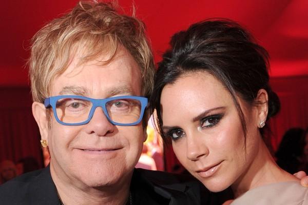 Os músicos e amigos Elton John e Victoria Beckham em evento em Los Angeles (Foto: Getty Images)