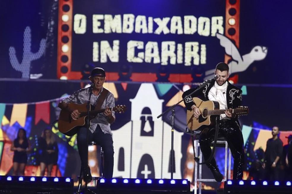 Gusttavo Lima e Fagner na gravação do show 'O embaixador in Cariri' — Foto: Fred Pontes / Divulgação