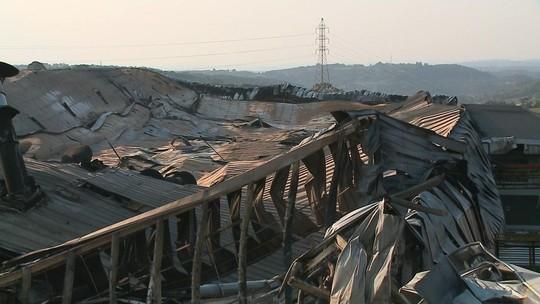 Fábrica atingida por incêndio em Caxias do Sul suspende produção e dispensa 4,5 mil funcionários até o final de semana