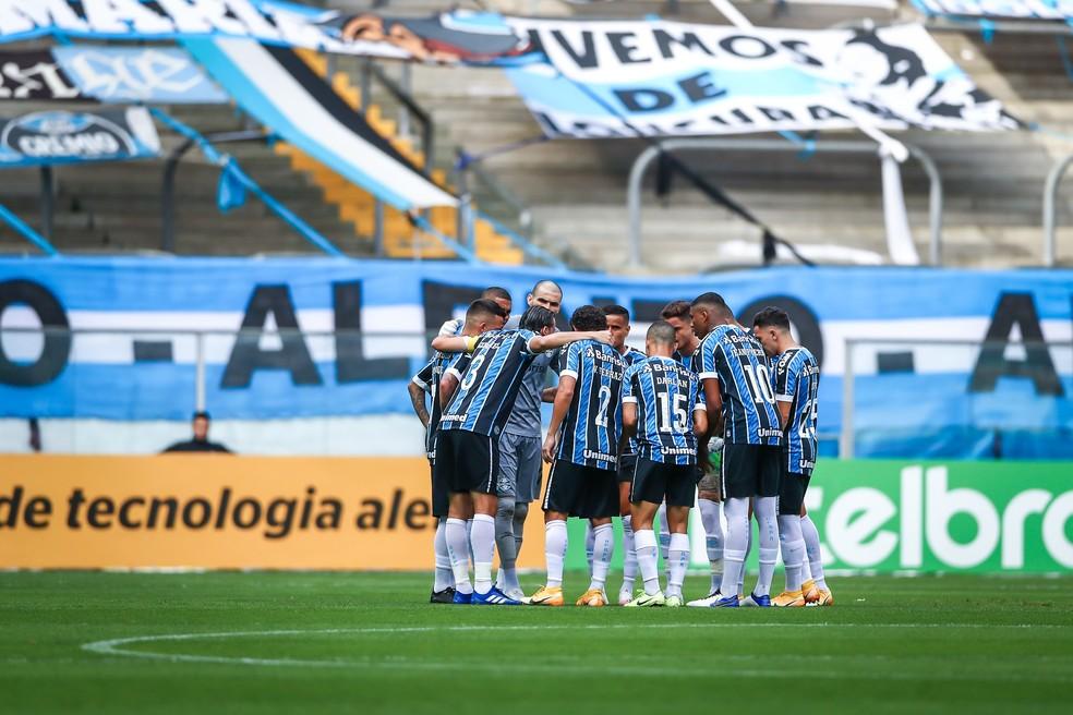 Jogadores do Grêmio se reúnem antes de enfrentar o Cuiabá — Foto: Lucas Uebel/Grêmio
