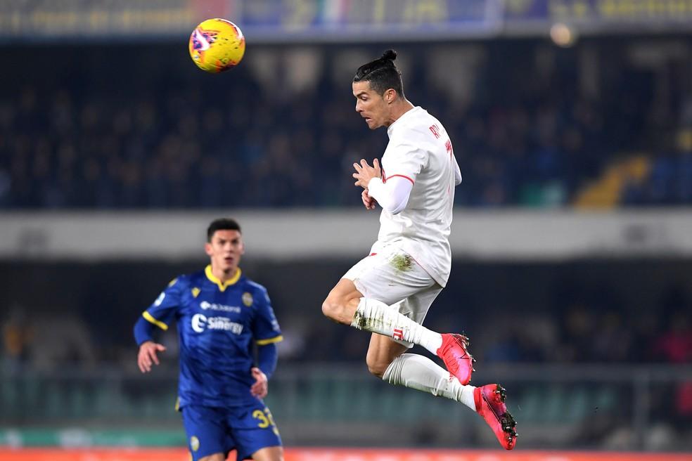 Cristiano Ronaldo, da Juventus, em ação contra o Hellas Verona — Foto: Reuters