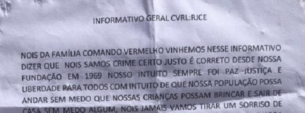 Carta foi colocada no muro da escola na madrugada desta quarta-feira. (Foto: Aline Oliveira/TV Verdes Mares)
