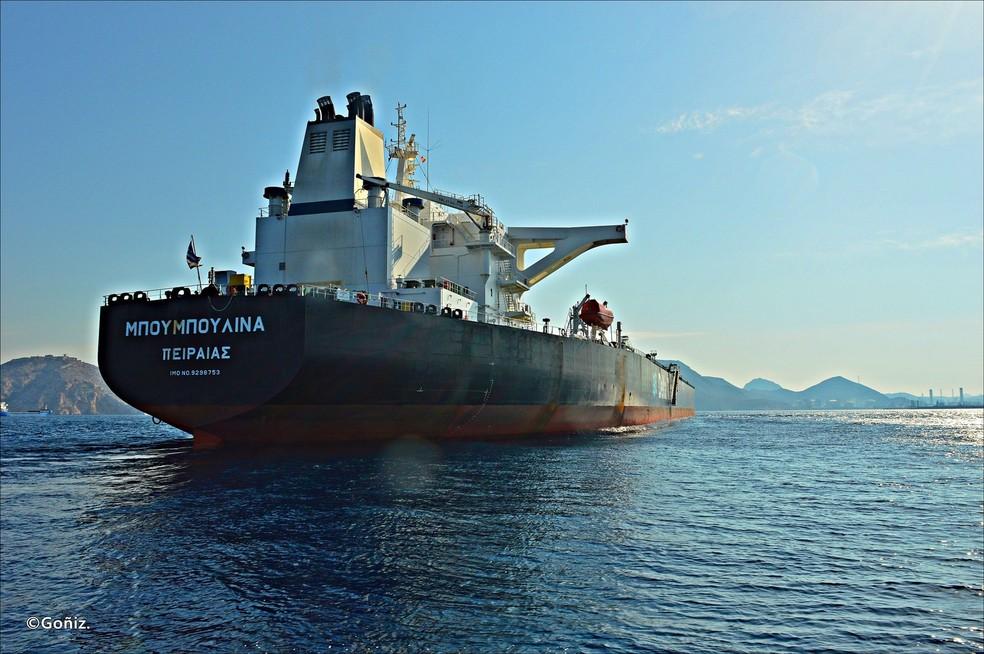 Bouboulina, navio petroleiro operado por empresa grega suspeito de derramar o óleo que atinge o Nordeste, segundo a PF — Foto: Carlos Vadir Góñiz Fariñas/Arquivo pessoal