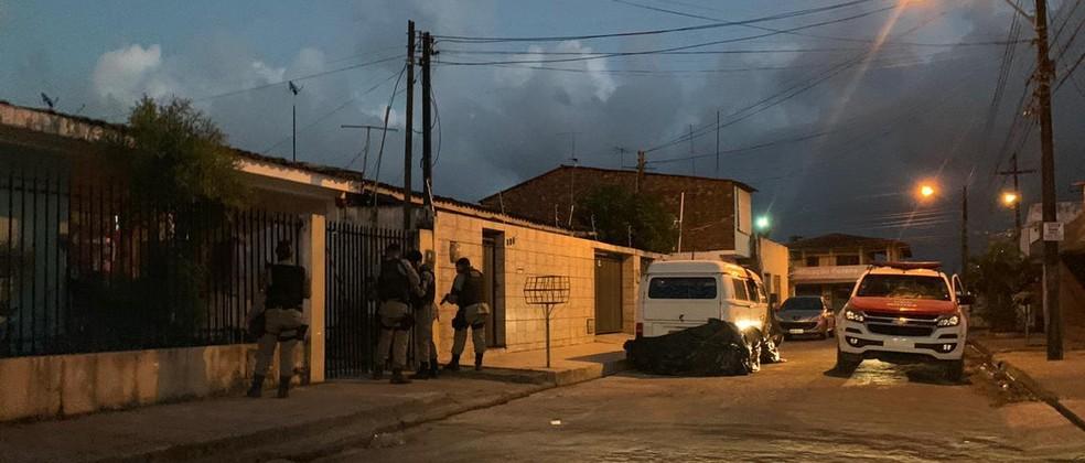 Polícia cumpre mandados em bairros de Maceió — Foto: Ascom/SSP