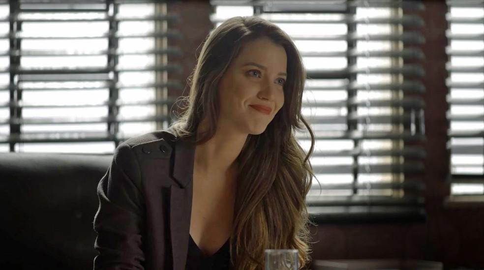 Fabiana (Nathalia Dill) chama Maria da Paz (Juliana Paes) para fazer bolos na fábrica, em 'A Dona do Pedaço' â?? Foto: Globo