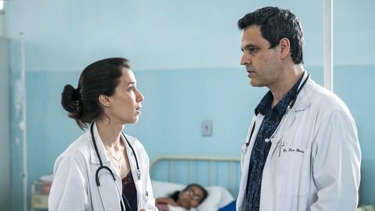 Carolina confronta médicos e salva criança; reveja as cenas
