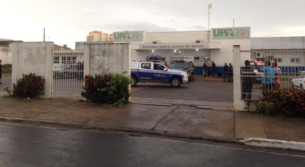 Cinco pessoas ficaram feridas durante tiroteio na UPA Morada do Ouro (Foto: Leandro Agostini/Centro América FM)