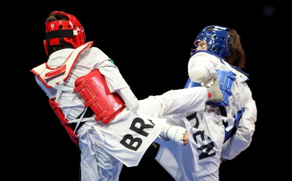 Silvana Fernandes, de vermelho, perdeu para dinamarquesa e por isso disputou o bronze no parataekwondo — Foto: Rogério Capela / CPB