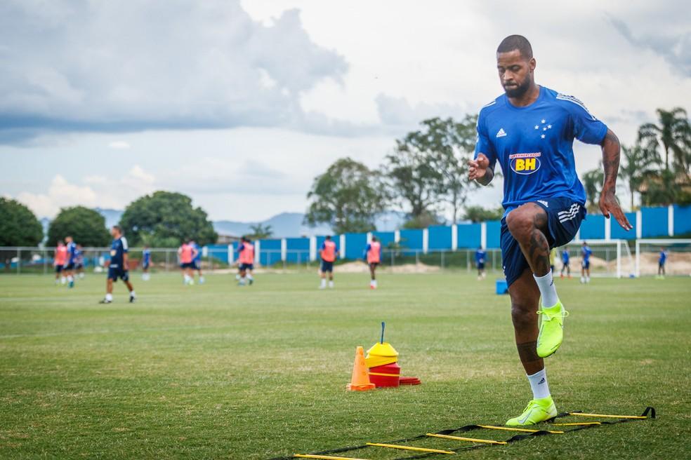 Dedé iniciou fisioterapia em campo nessa sexta-feira — Foto: Vinnicius Silva / Cruzeiro