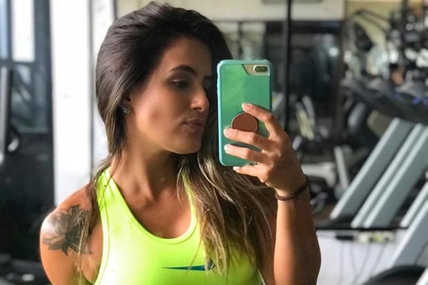 Carol Peixinho: look neon (Foto: Reprodução Instagram)