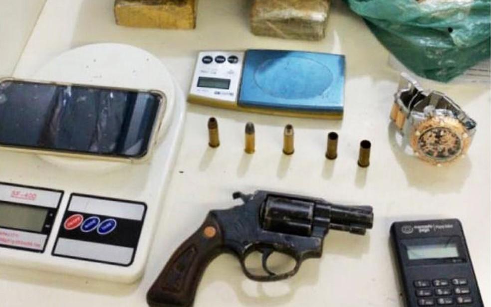 Foragido da Justiça é preso e polícia encontra máquina de cartões usada para venda de drogas na Bahia — Foto: Divulgação/SSP-BA