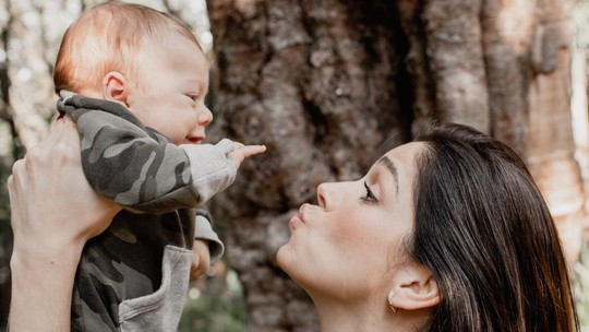 Sabrina Petraglia supera parto prematuro e celebra maternidade: 'Curtindo até noites maldormidas'