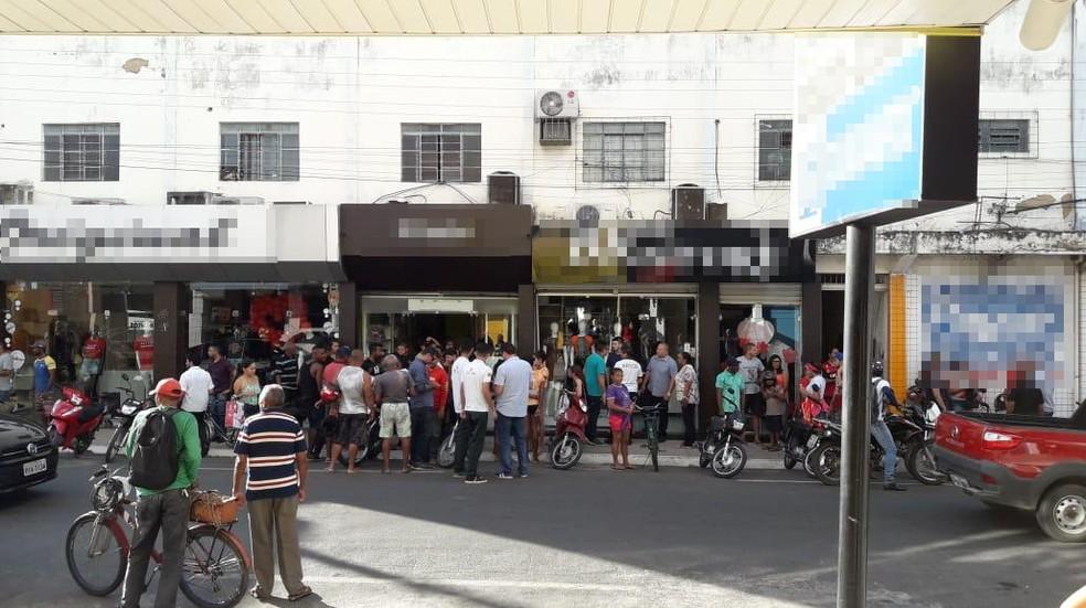 Suspeito foi baleado durante tentativa de assalto a loja — Foto: Divulgação