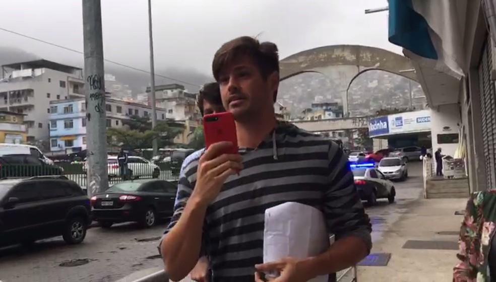 Dado Dolabella chega à delegacia do Rio (Foto: Patricia Teixeira/ G1)