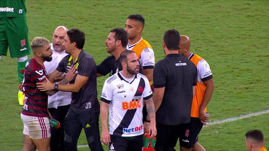 Gerente do Vasco dá joelhada em Gabigol após clássico com Flamengo; veja o vídeo