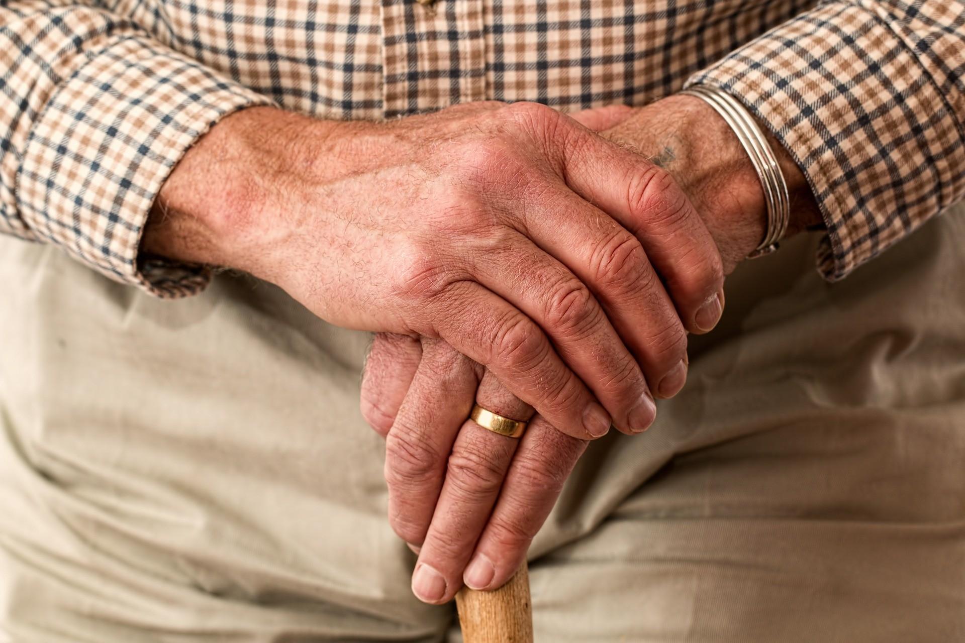 Parkinson: pacientes desconhecem técnicas para andar com mais segurança
