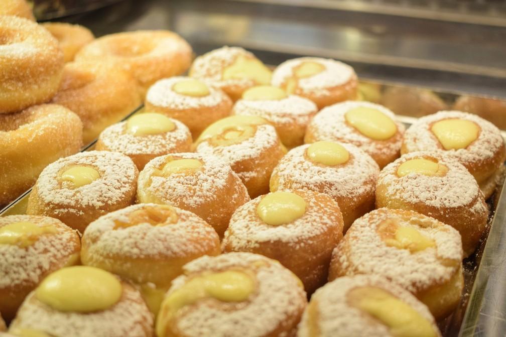 """É mais fácil """"cair em tentação"""" tendo alimentos cheios de açúcar e gordura por perto (Foto: Marco Pomella/Pixabay)"""