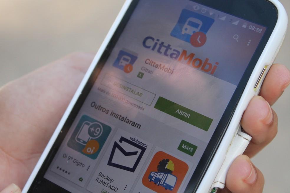 Aplicativo Cittamobi transmite em tempo real a localização dos ônibus  — Foto: Emerson Rocha/ Globo Esporte.com