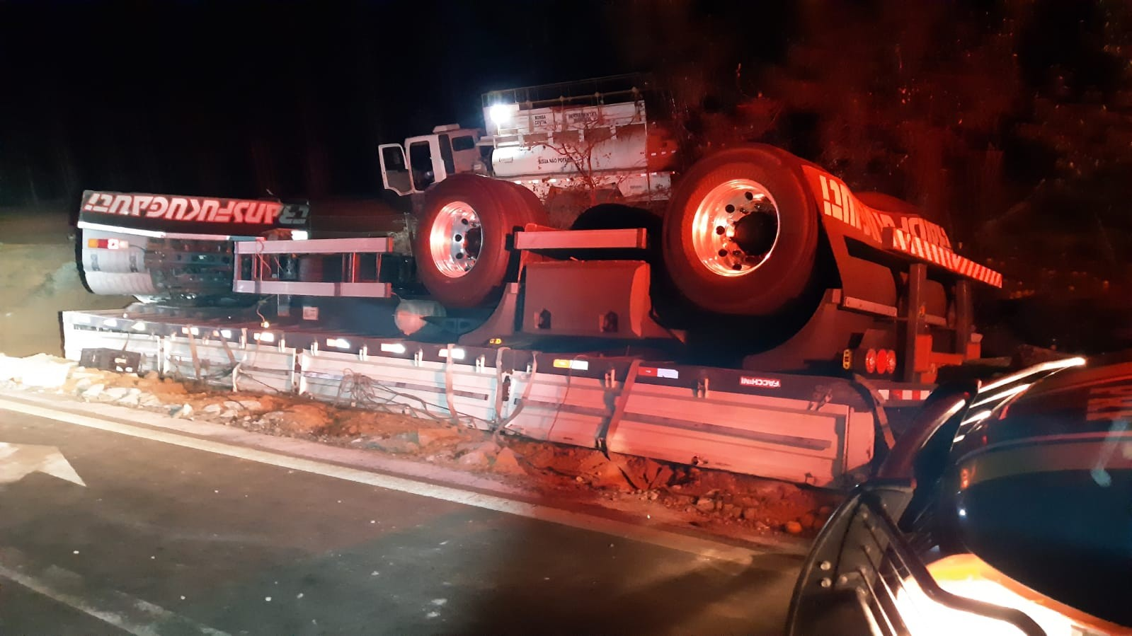 Motorista tomba caminhão carregado de mexericas e morre em acidente próximo a Romaria