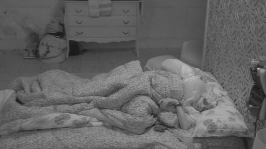 Após Festa Intergaláctica com show de Anitta, todos os brothers dormem na casa do BBB18