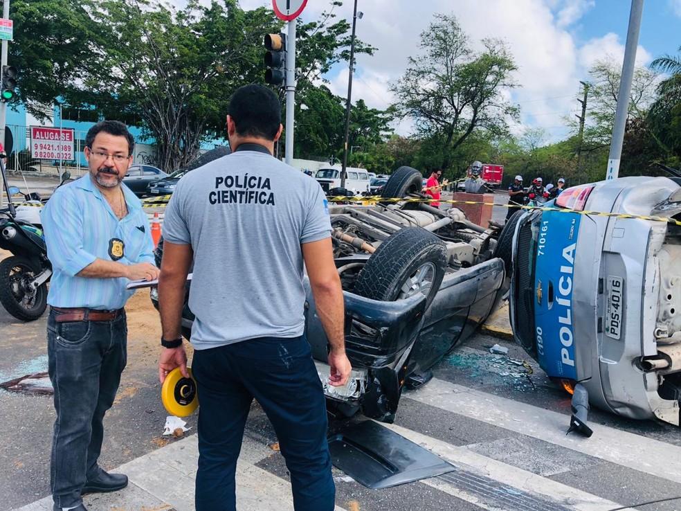 Instituto de Criminalística foi acionado para investigar causas de acidente envolvendo viatura da PM no Recife — Foto: Thiago Augustto/TV Globo